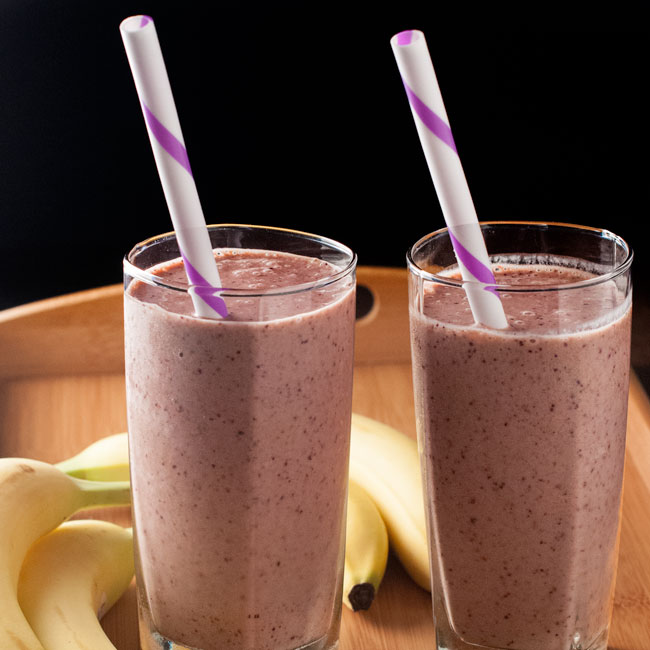 strawberry banana spinach smoothie -- how to make a fruit smoothie with frozen fruit and spinach
