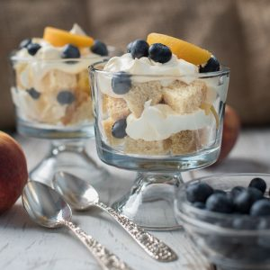 peach blueberry trifle dessert - how to make fruit trifle