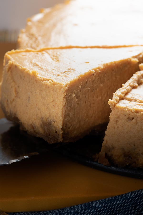 instant pot cheesecake being served