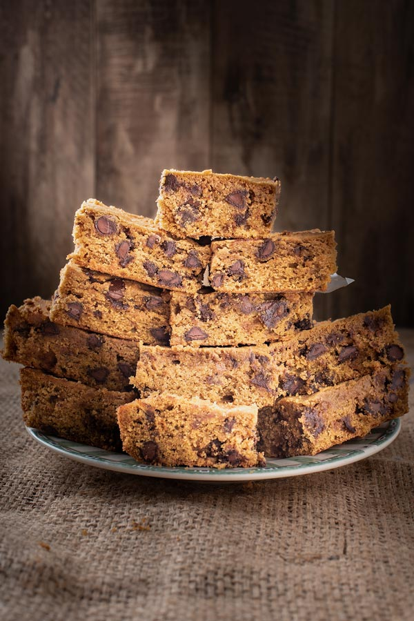 plate of easy pumpkin chocolate chip bars